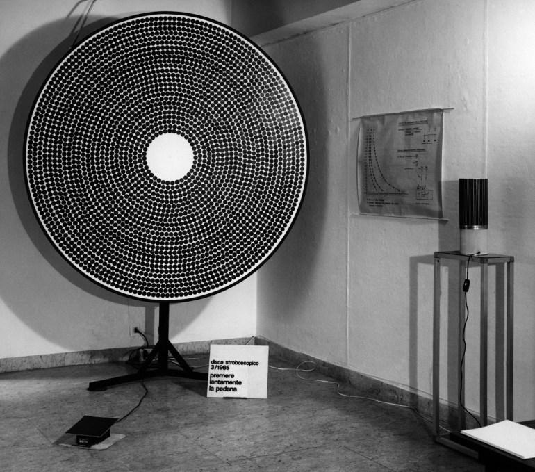 Antonio Barrese - Gruppo MID: Disco stroboscopico, 1965, Ø 200 x h260 cm | Galleria la Salita, Roma, 2006