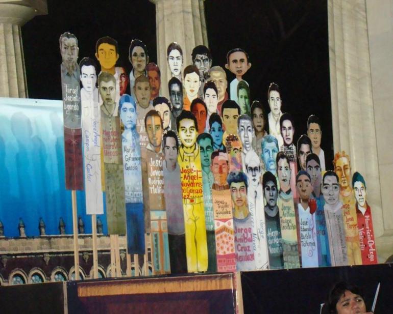 manifestación ayotzinapa