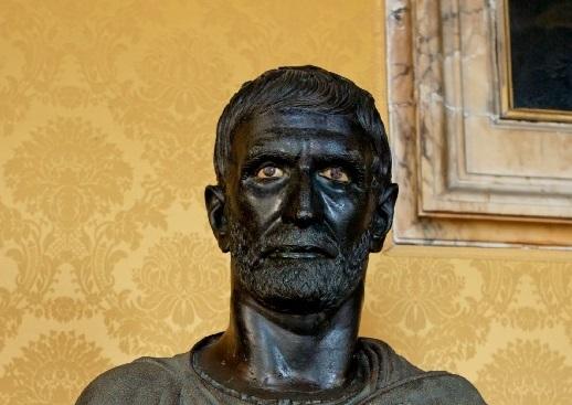 ritratto scultoreo di giunio bruto conservato ai musei capitolini di roma
