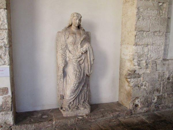 santa caterina d'alessandria statua