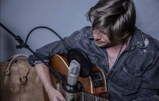 Daniele Stefani, una chitarra, il conservatorio, voce e tanto talento!