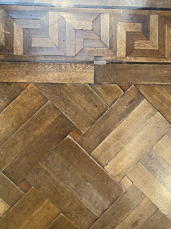 寄せ木細工のフローリング