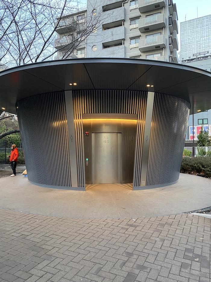 安藤忠雄の「あまやどり」神宮通公園トイレ