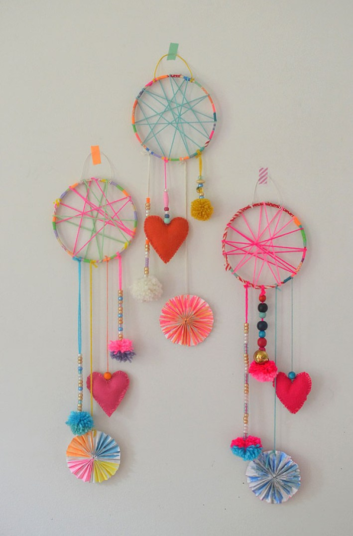 crafts for kids with paper, easy DIY craft ideas for kids, easy paper crafts for kids, DIY craft ideas DIY Kids Crafts You Can Make In Under An Hour these dreamcatchers were made by 5-7yr olds in art camp