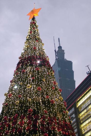 Taipei 101 Xmas tree