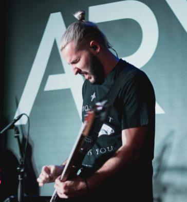 guitarrista ari-3