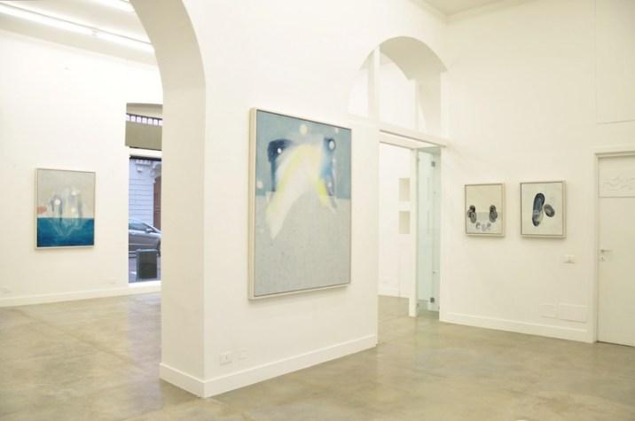 Out of the Blue, veduta di allestimento mostra, Courtesy Galleria Officine dell'Immagine
