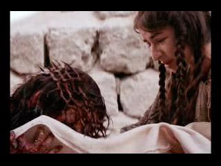 La Verónica limpia el rostro de Jesús.