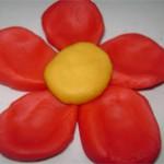 como hacer una flor con plastilina