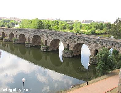 El puente romano sobre el río Guadiana