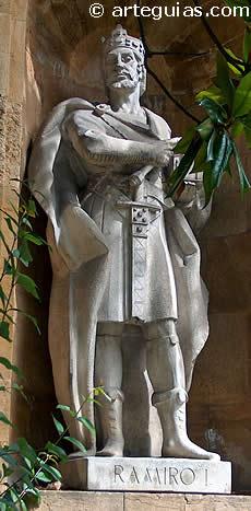 Rey Ramiro I de Asturias. Estatua en Oviedo