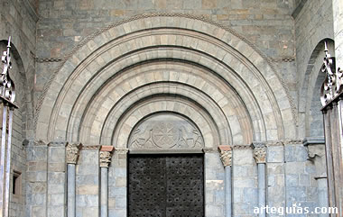Puerta occidental de la Catedral de Jaca