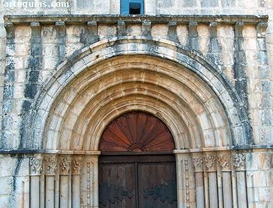Santa MAría de Siones: puerta occidental