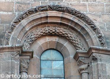 Ventanal románico de la Seo de Zaragoza, conquistada por Alfonso El Batallador