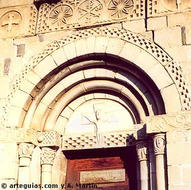 Puerta de Sant Pèir de Escuhau (Val d'Aran)
