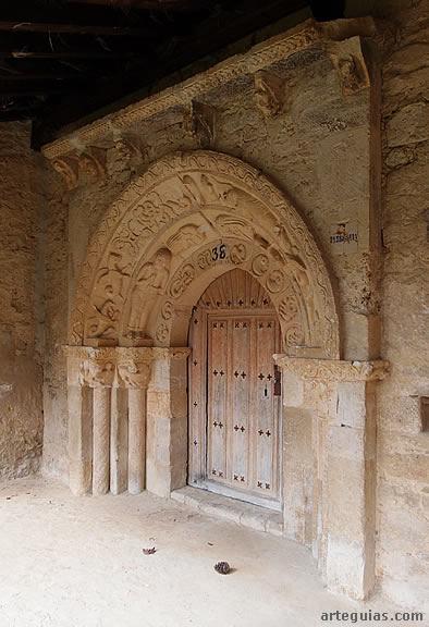Iglesia de San Millán Abad de Almendres: puerta