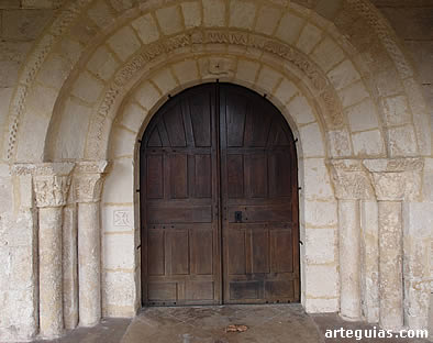 Puerta románica, Torme