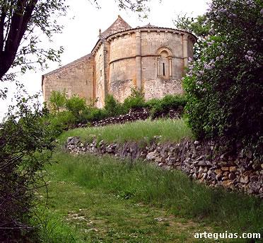 Aspecto general de la iglesia con la galería porticada