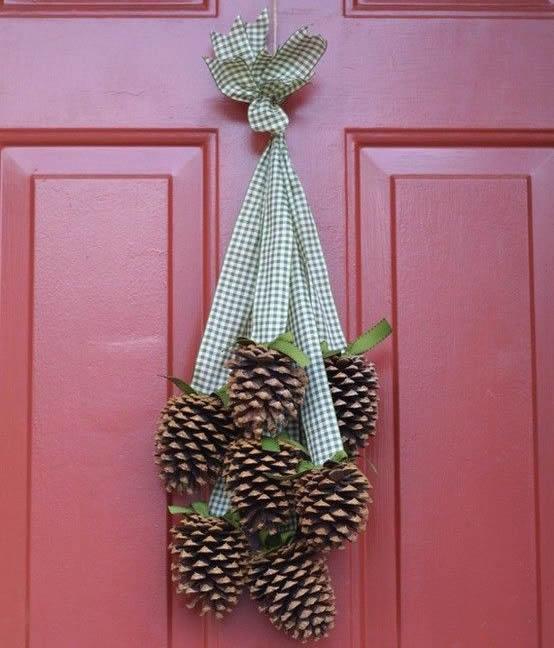 pinhas-decorando-a-porta