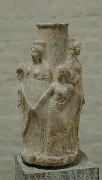 Deusa Hékate em suas três faces, a de menina, mulher e anciã.