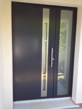 Photo vue extérieur porte monobloc alu bicolore