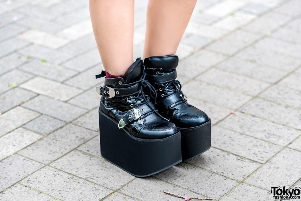 Gaya Street Style Merah Hitam Oleh Sana Dalam Harajuku Fashion Jepang