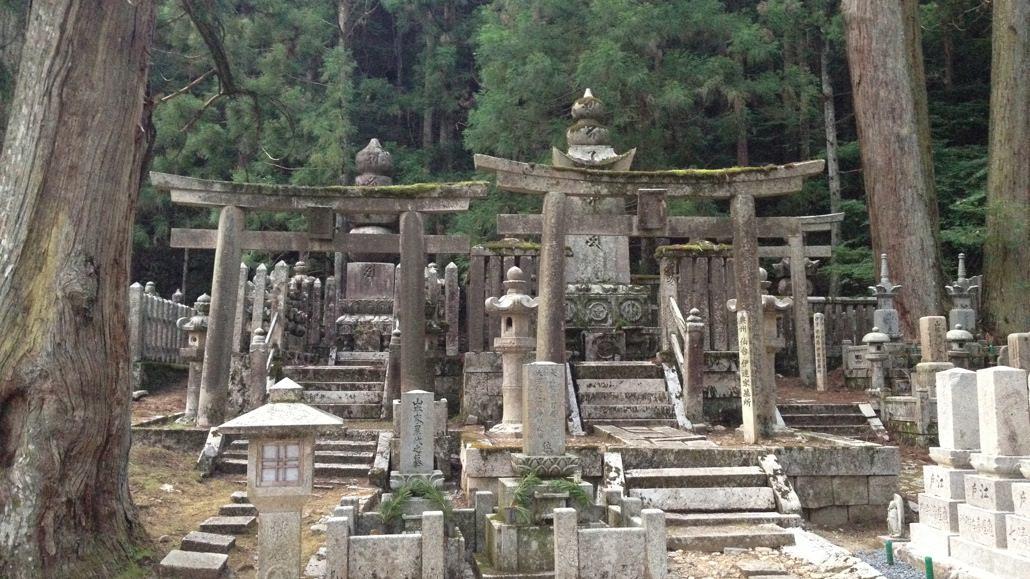 Suasana Spritual Dalam Wisata Makam Terbesar Okunoin