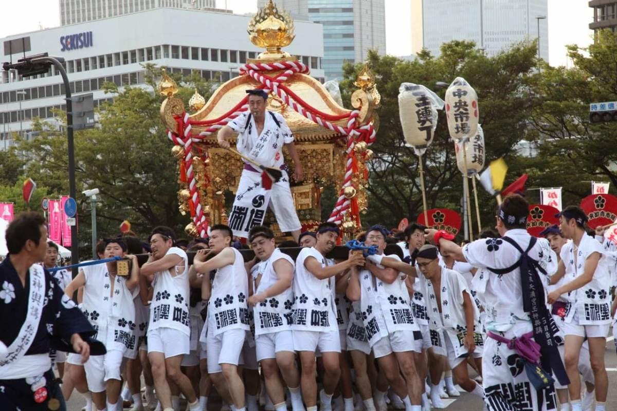 Festival Musim Panas Terbesar Tenjin Matsuri Di Osaka