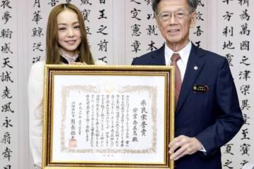 Prefektur Okinawa Berikan Penghargaan Kepada Diva Musik Pop Nami Amuro