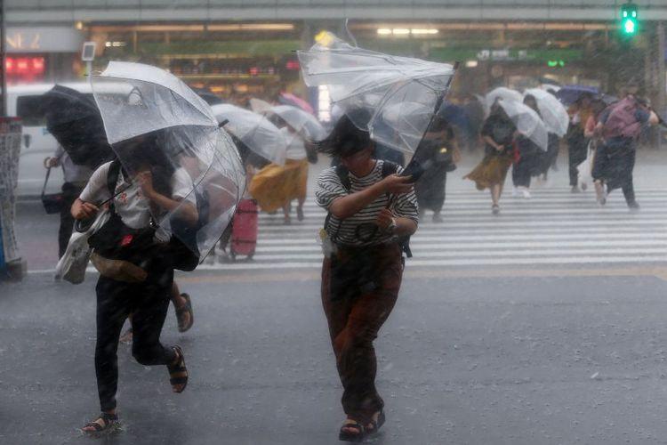 Jepang Di Terjang Angin Topan Terkuat Sejak 25 Tahun Terakhir 4