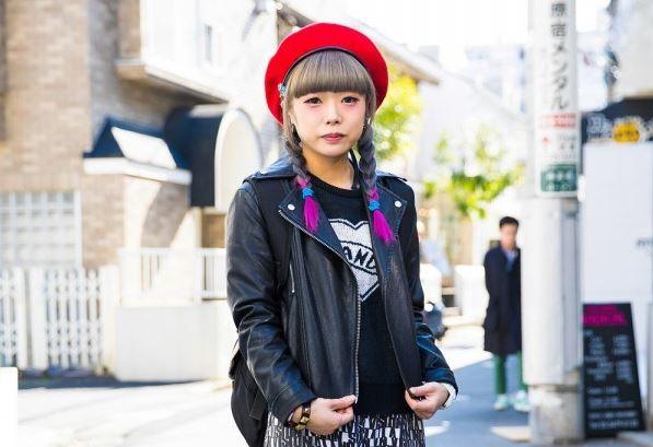 Tampil Memakai Jaket Biker Hitam, Marina Tetap Tampil Kawai Dengan Candy Stripper, Vision Street Wear & Thrasher