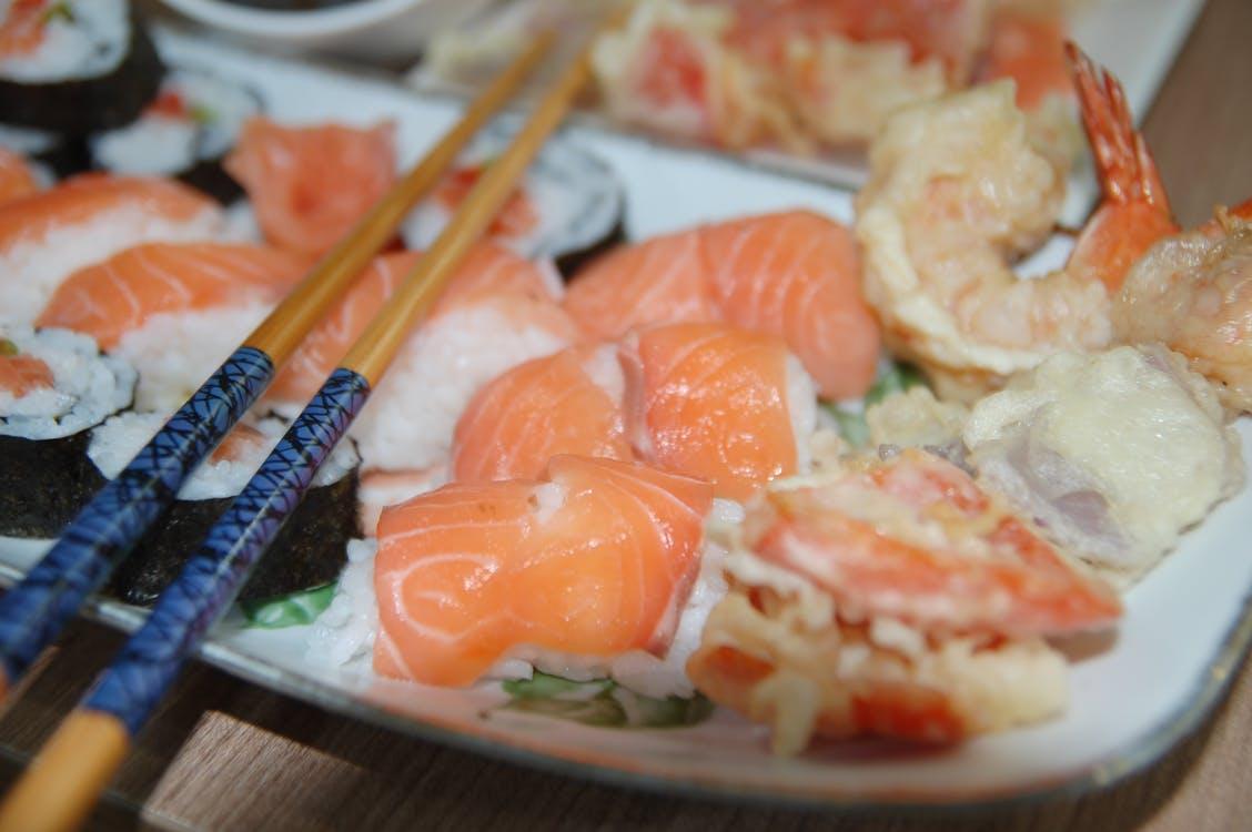 sushi 2 10 Makanan Atau Kuliner Jepang Ini Paling Populer Di Indonesia ! Kalo Kesukaanmu Yang Mana ?