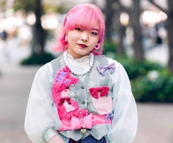 Momoka Tampil Dengan Pink & Blue Street Style Harajuku Fashion Di Shinjuku Tokyo 2 (2)