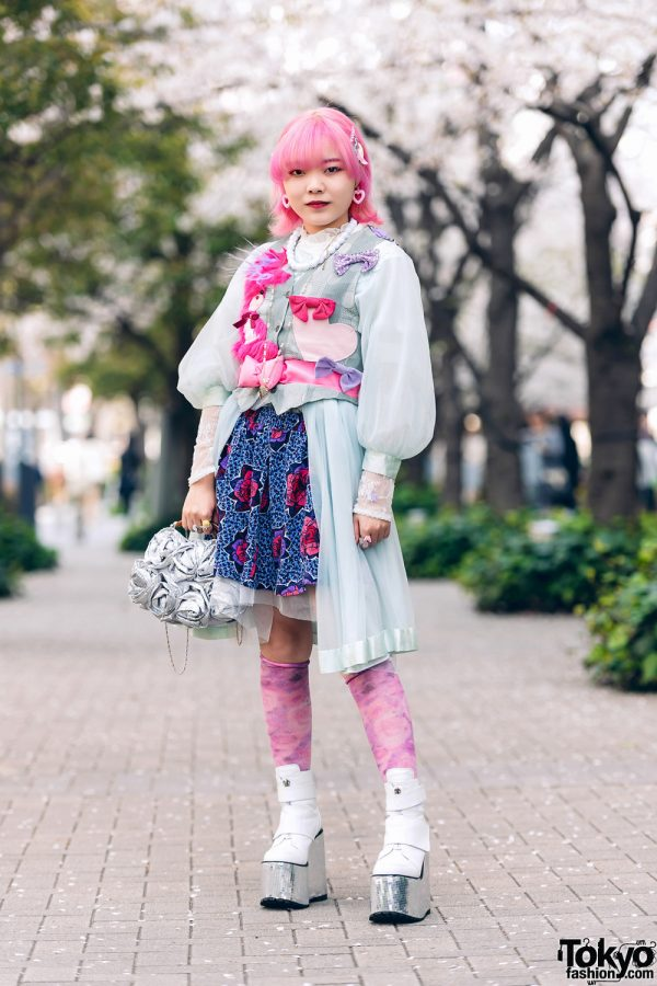 Momoka Tampil Dengan Pink & Blue Street Style Harajuku Fashion Di Shinjuku Tokyo