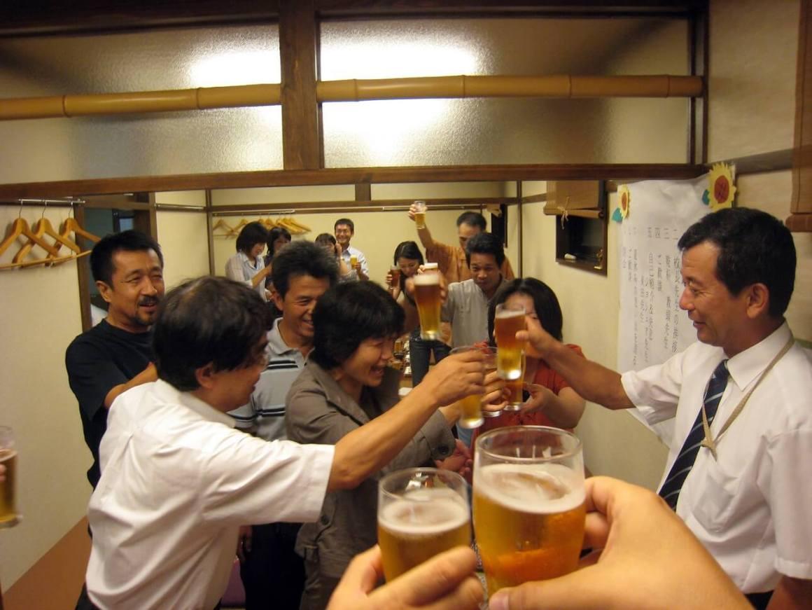 "Rahasia Besar Dibalik Fenomena ""Mabuk Berat"" Di Kalangan Masyarakat Jepang"