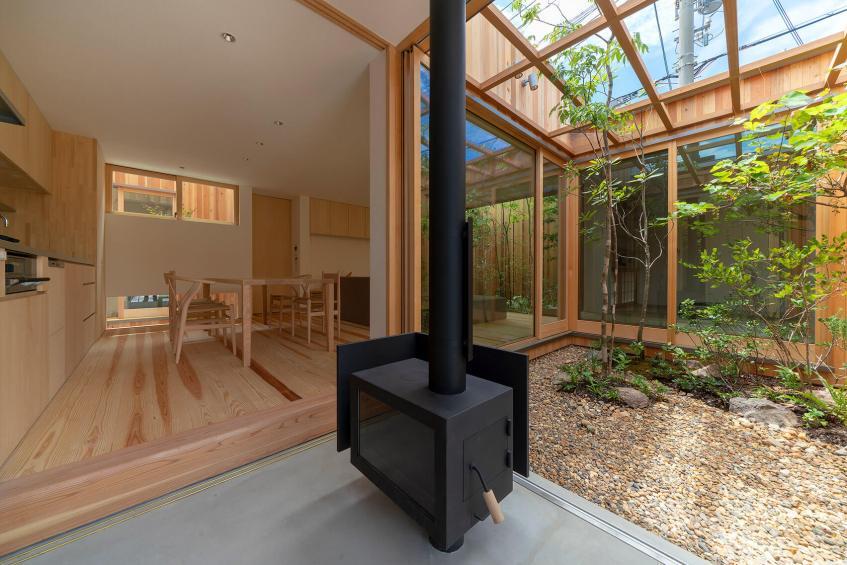 Desain Rumah Unik Dengan 3 Halaman Indoor Di Akashi Prefektur Hyogo