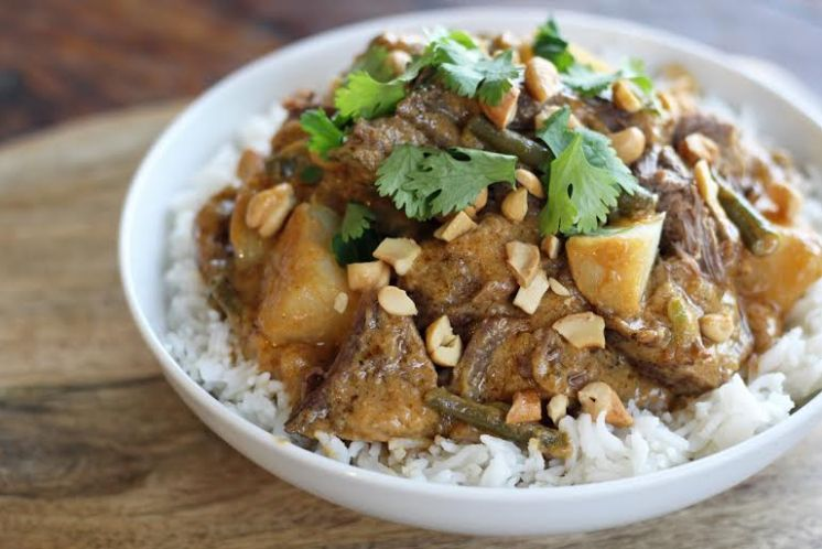 Red Curry Beef Pot Roast with Potatoes and Green Beans over Rice | www.artfuldishes.com