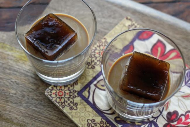 Bailey's Iced Coffee After Dinner Drink - Bailey's Irish Cream and Large Iced Coffee Cubes | www.artfuldishes.com