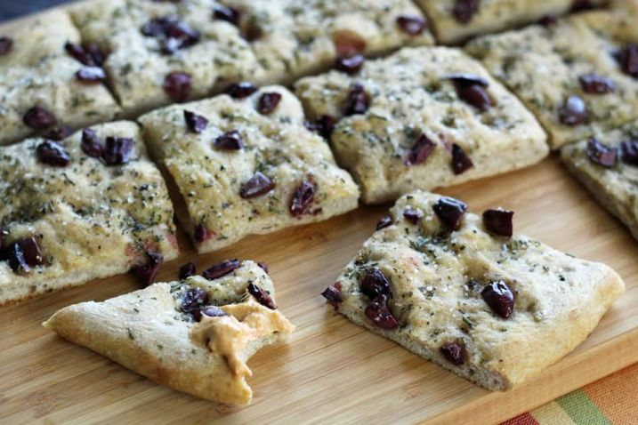 Focaccia with Kalamata Olives and Fresh Rosemary Three Ingredient Appetizer | www.artfuldishes.com.com