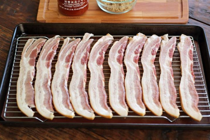 Placing the Bacon on a Wire Rack for Sweet and Spicy Glazed Bacon | arfuldishes.com