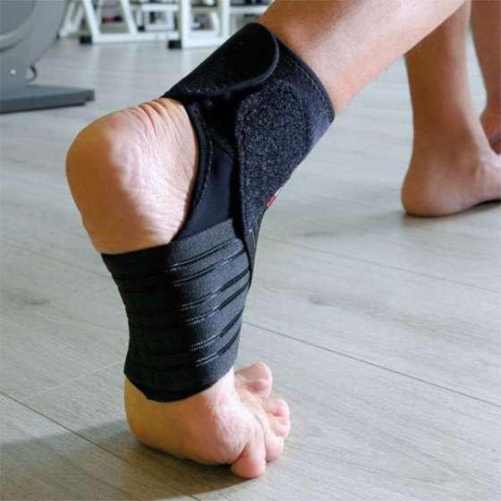 Cavigliera con bendaggio funzionale a 8