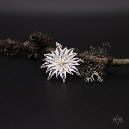 ciondolo in filigrana d'argento raffigurante un fiore di stella alpina – cm 3.7