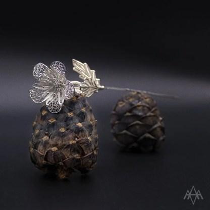 """""""Tremui"""" (fiore con spillone in filigrana d'argento)"""