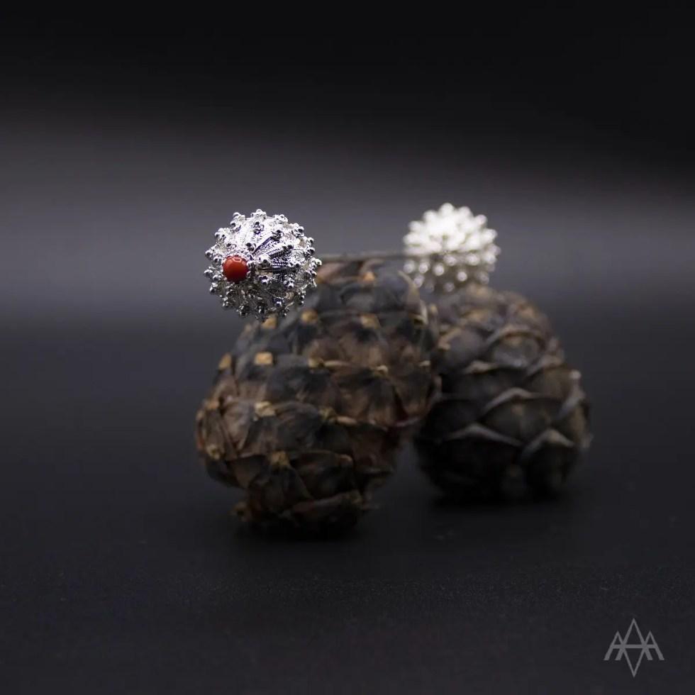 """""""bujela"""" (spillone in filigrana d'argento con corallo"""