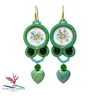 Orecchini verdi con goccia a cuore verde in turchese tecnica soutache