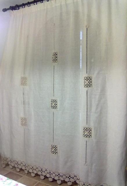 Tende Ricamate A Punto Antico.Tenda Di Lino A Trama Larga Con Quadrati Punto Antico E Bordura Uncinetto