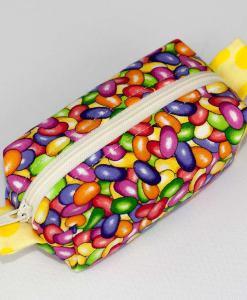 Pochette box avec motif de bonbons (angle) | Fait main par Artigina
