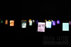 Wang Gongxin, Relating——It's about Dream, 2010, Video installazione, 200 MP4, Sonoro 3mins, Platform China