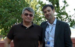 Alexander Sokurov con il fotografo Octavian Micleusanu sulla terrazza dell'Excelsior alla 72a Mostra del Cinema di Venezia. Foto Valentina Zanaga