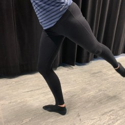 Correct placement of the knee over the toes on the landing foot after a grand jeté